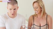 Скриншот для Зрелая блондинка мастурбирует и трахается с соседом